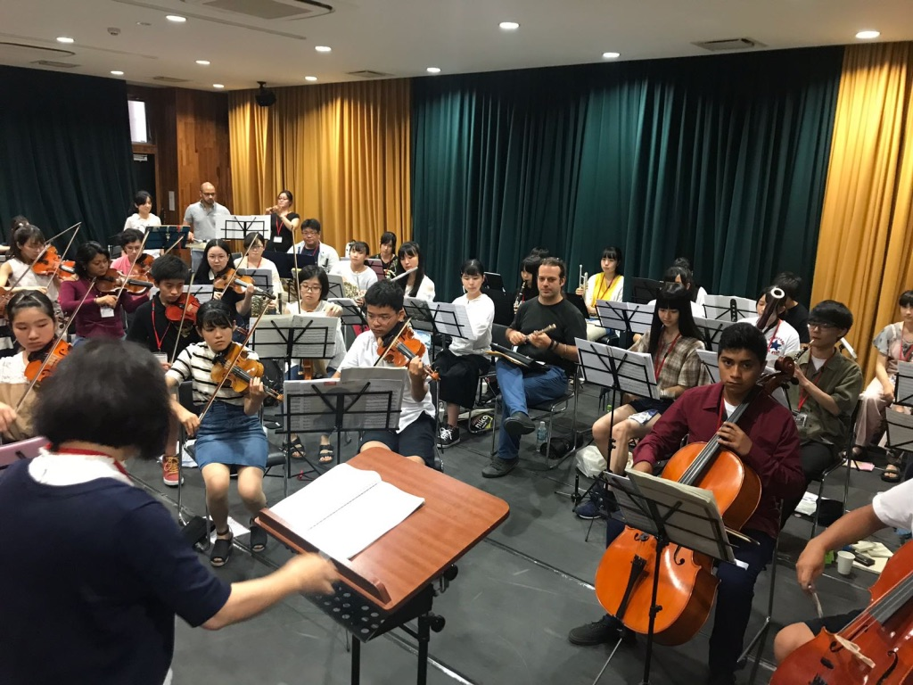 Two youngsters from Santa Cecilia (in purple shirts) were invited to Tokyo to play in the Fukushima symphony orchestra